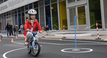 <p>Lord Mayor Petra Roth and Dr. Norbert Reithofer open BMW Group Junior Campus at Frankfurt International Motor Show (IAA). </p>